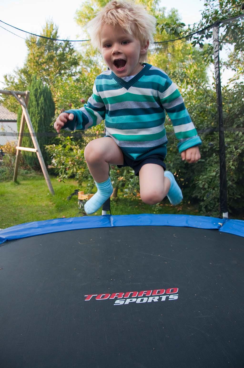 trampolin kinder die top 5 kindertrampoline im vergleich. Black Bedroom Furniture Sets. Home Design Ideas